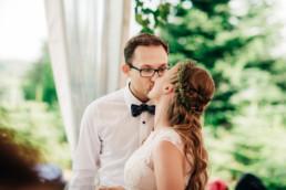 173 pocalunek pary mlodej uai