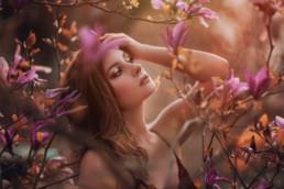 2 sesja fotograficzna w kwiatach magnolii 10 uai