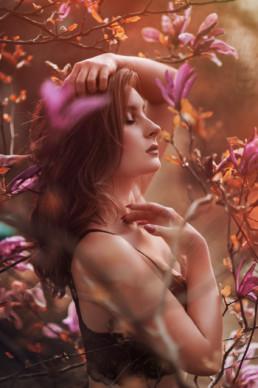 2 sesja fotograficzna w kwiatach magnolii 12 uai