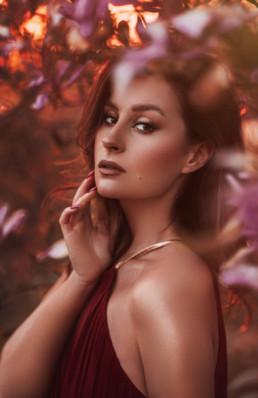 2 sesja fotograficzna w kwiatach magnolii 2 uai