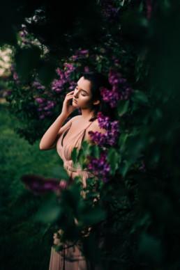 2 sesja portretowa w kwiatach bzu 6 uai