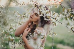 3 sesja kobieca kwitnace drzewa 4 uai