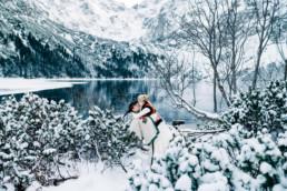 35 zimowa sesja slubna w gorach 9 uai
