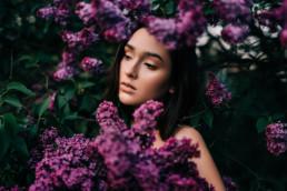 4 sesja kobieca w kwiatach bzu 1 uai