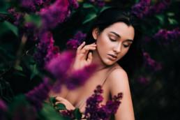 4 sesja kobieca w kwiatach bzu 6 uai