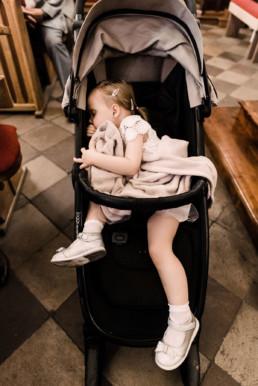 75 dziecko spiace w kosciele uai